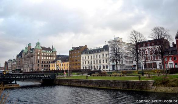 Os canais de Malmö, Suécia.
