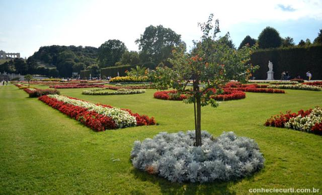 Os jardins do Palácio de Schönbrunn.