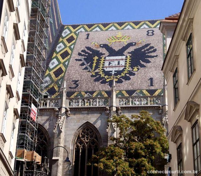 Catedral de São Estevão, Viena. O escudo do império austríaco e o monograma F I (Francisco I)