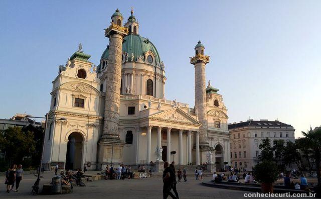 Igreja de São Carlos Borromeu (Karlskirche), Viena, Áustria