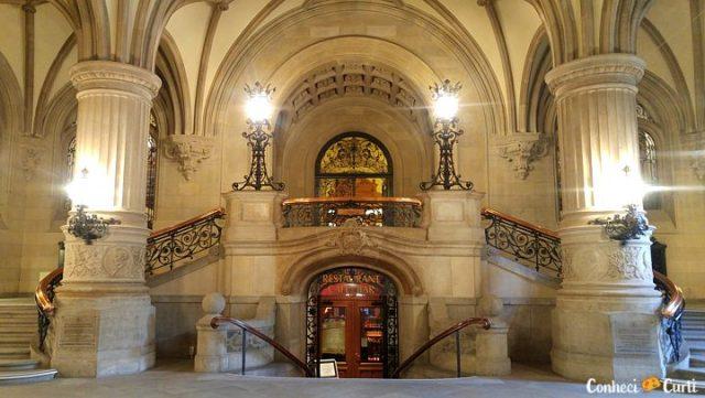 O Hall de Entrada da Rathaus em Hamburgo.