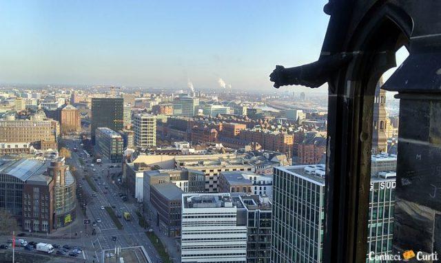 A cidade de Hamburgo vista do alto da torre de St. Nikolai.