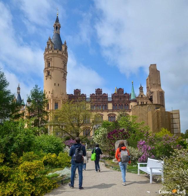 Jardim com o castelo de Schwerin ao fundo