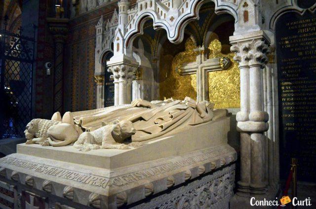 Tumba do rei Béla III e Anne de Châtillon. Igreja de Mathias, Budapeste