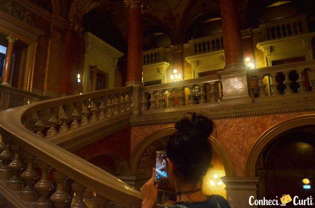 A escadaria da Ópera de Budapeste