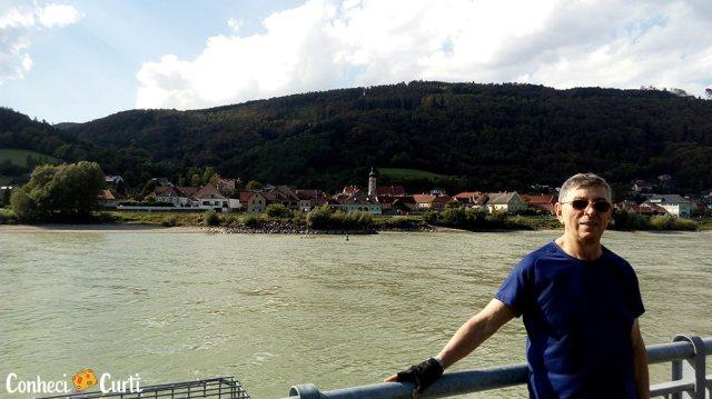 O Rio Danúbio entre a Abadia de Melk e o Castelo Aggstein