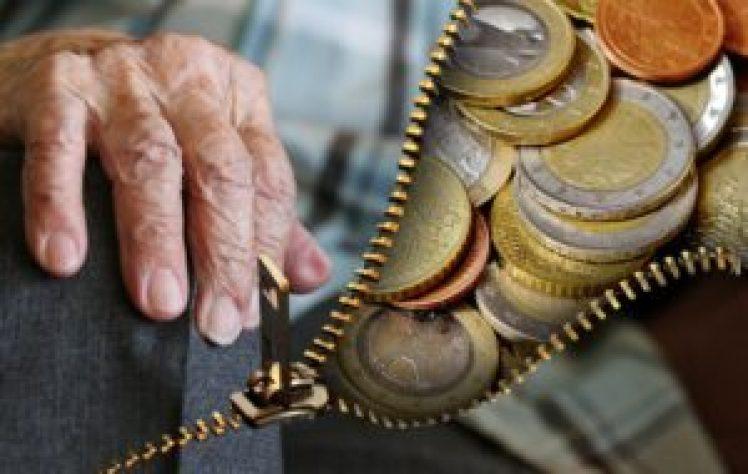 老人と貨幣