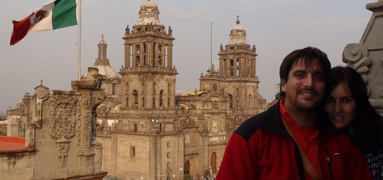 Posando delante de la Catedral de México DF