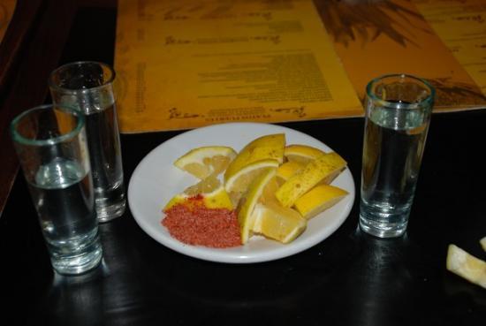 Mezcal, Tequila, Sal y limón - México