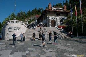 Escaleras de Entrada a la Cueva de Postojna - Eslovenia