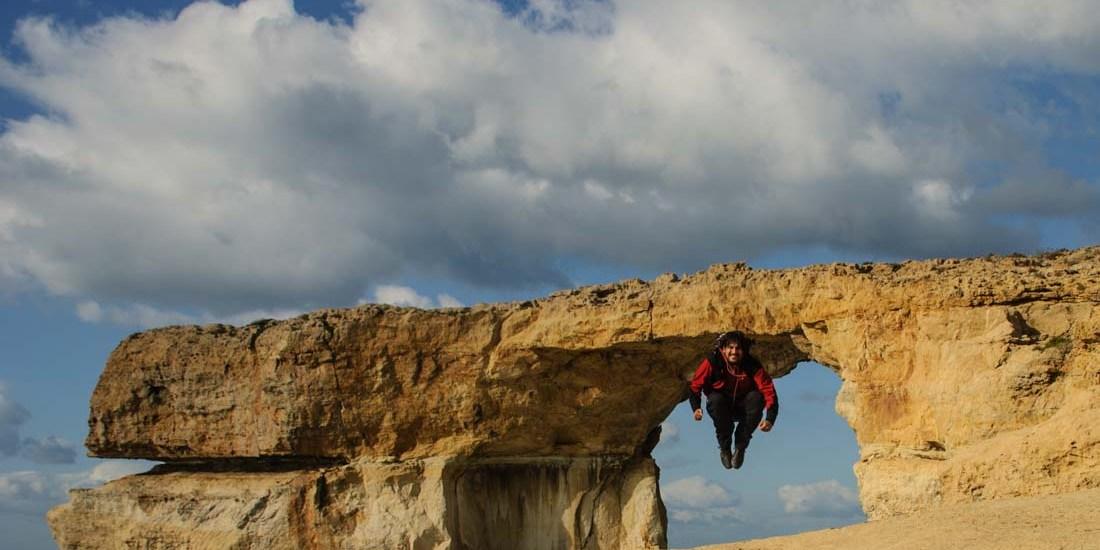 Saltando bajo la Azure Window - Isla de Gozo - Malta