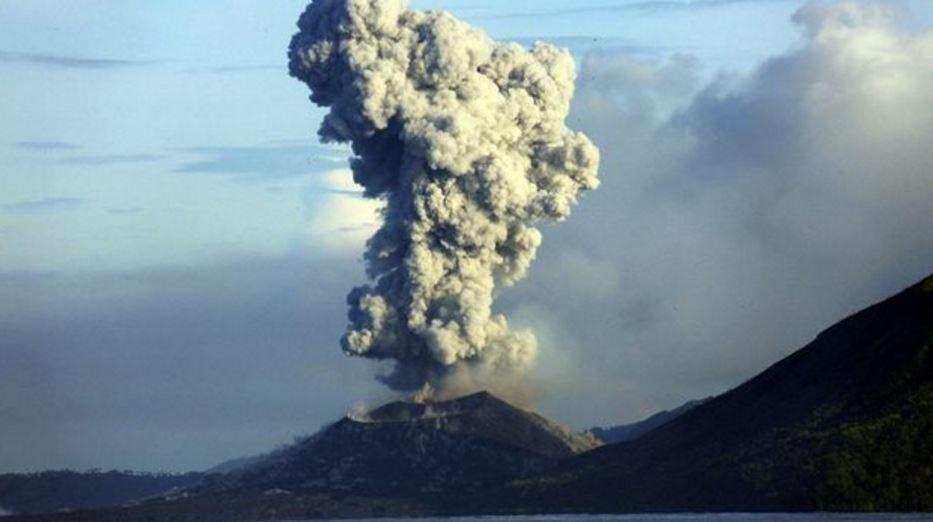 Erupcion del volcán Tavurvur - Papua Nueva Guinea