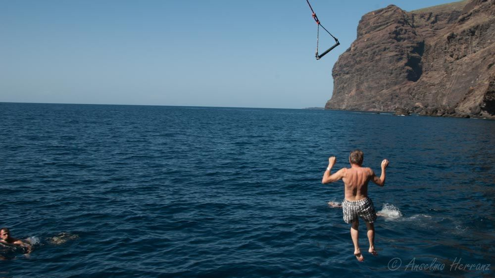 Pasajeros Saltando Al Agua - Tenerife