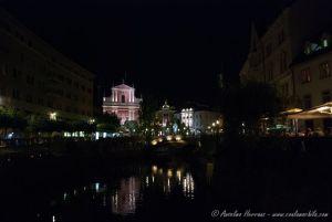 Ljubljana Foto Nocturna del río y los 3 puentes
