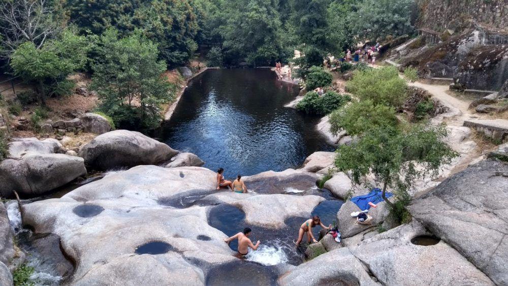 visita a las piscinas naturales de garganta la olla con