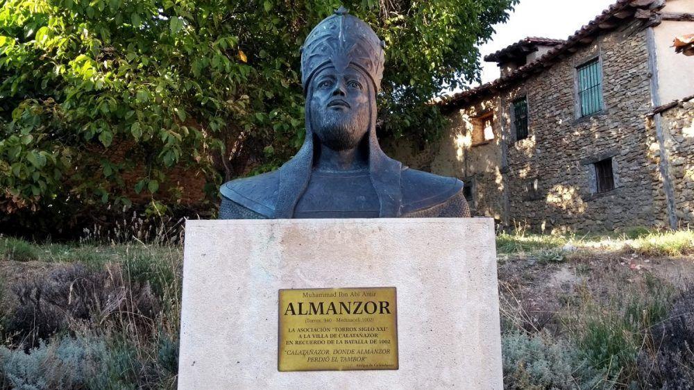 Qué ver en Calatañazor - Busto de Almanzor - Calatañazor - Soria