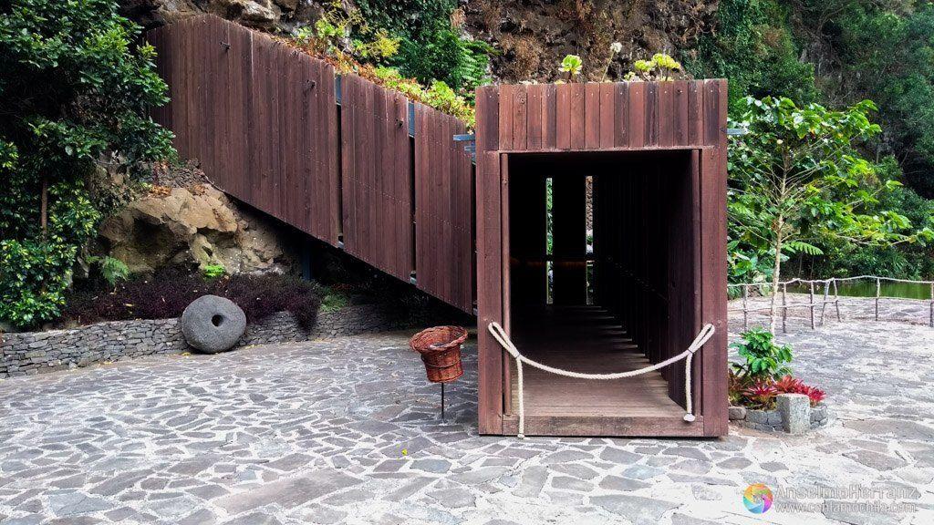 Entrada a la Cueva de Sao Vicente - Madeira