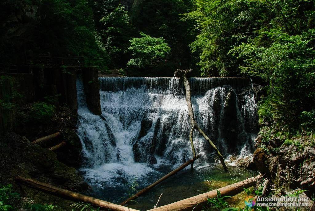 Cascada bajo el puente del tren - Vintgar Gorge - Eslovenia