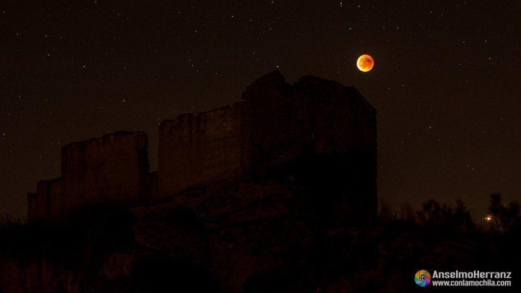 Ermita de San Isidro y eclipse total de luna.