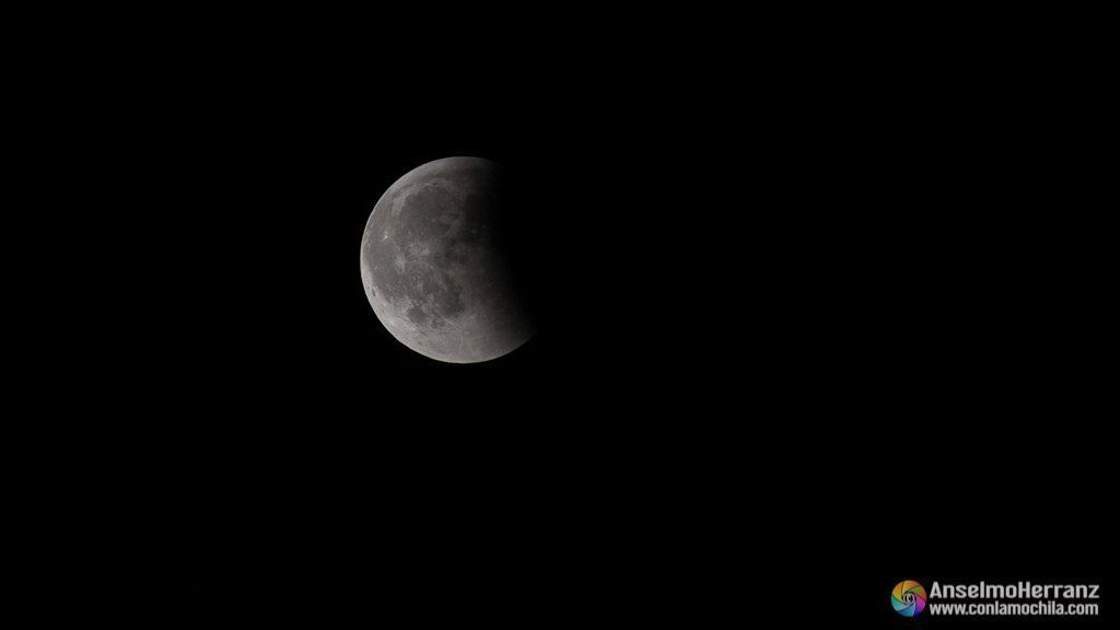 Fase final del eclipse lunar de julio de 2018 - Segovia
