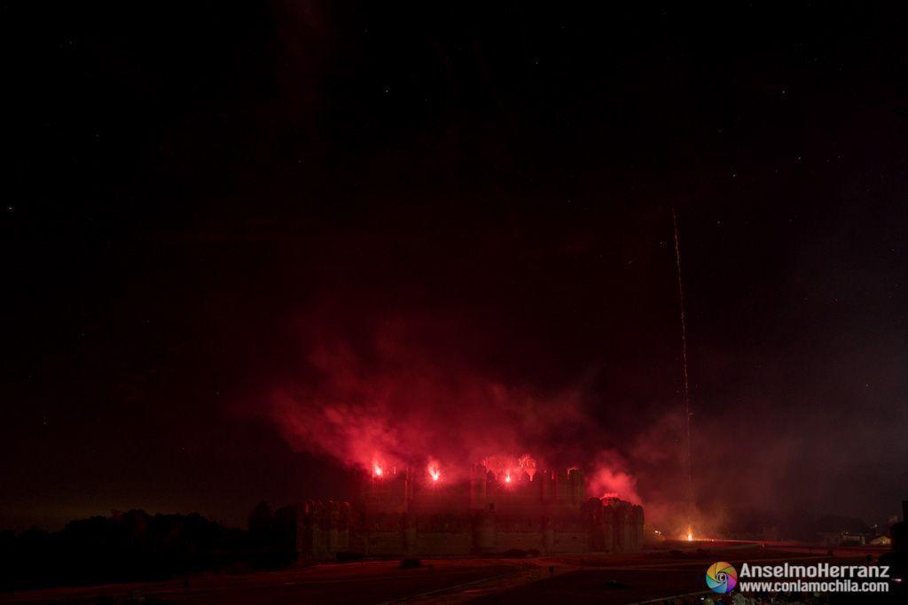 Fuego entre las almenas del castillo de Coca - Fuegos Artificiales - Coca - Segovia
