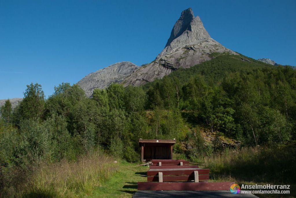 Zona de acampada junto al parking del Stetind - Noruega