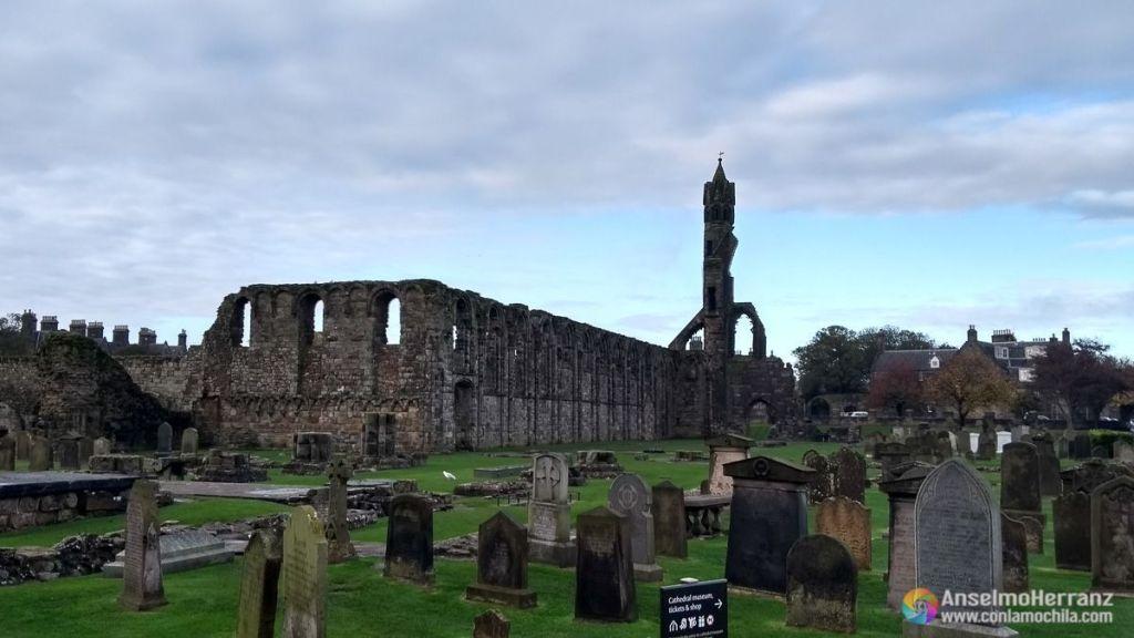Cementerio de Saint Andrews y Catedral de Santa Maria