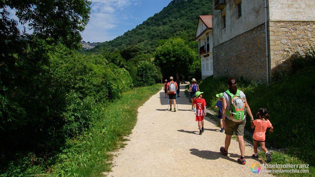 Comienzo del camino hacia el Nacimiento del Urederra - Sierra de Urbasa, Navarra