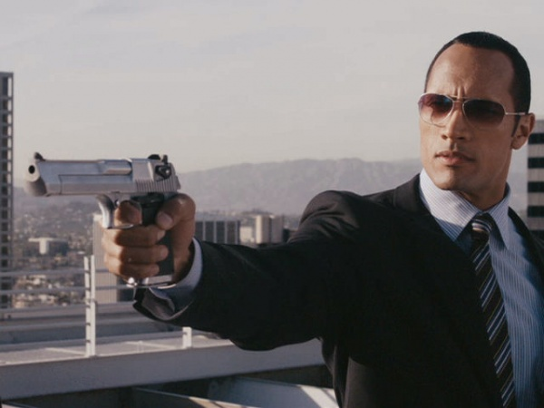 The Rock y Desert Eagle. De oficina, vamos.