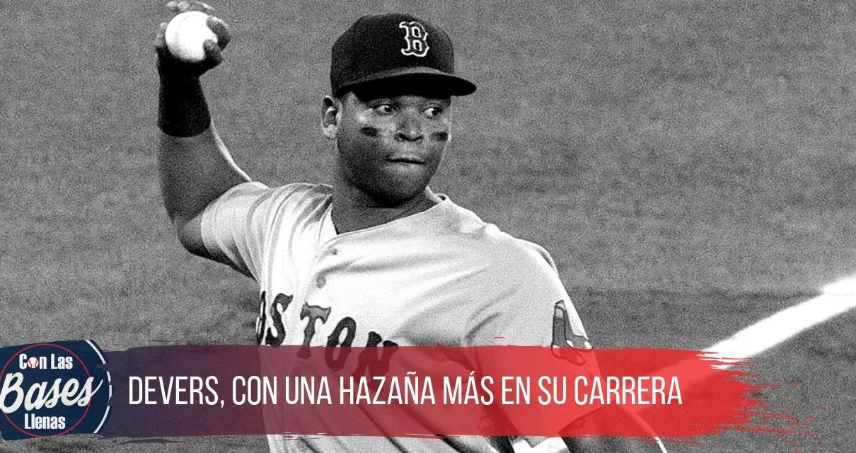 Rafael Devers juega como 3B de Boston.