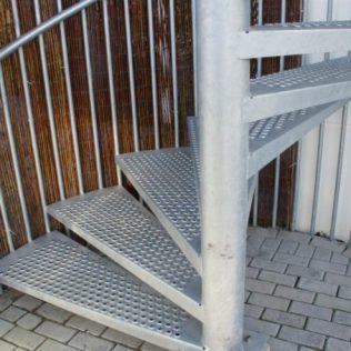 Antislip treden met opgetrokken gaten