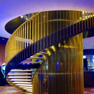 Engelse trap rond liftkooi