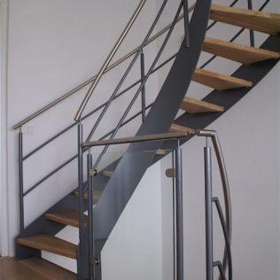 Engelse trap met houten treden