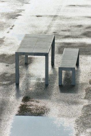 Tafel met bankje en natuursteen