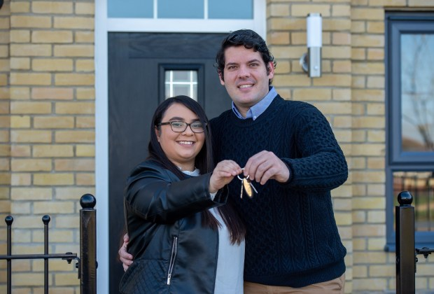 SGB-063 B&DWC - Jess and Alex with the keys to their new home-76065633