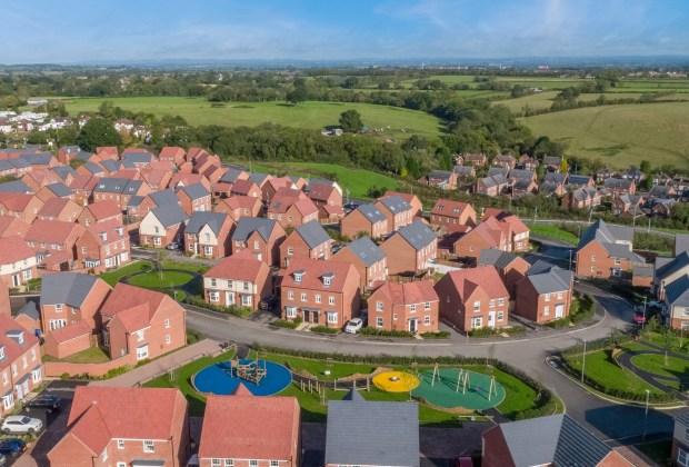 DWEM - 007 DWEM_ShepherdsRest_BurtonOnTrent__Drone - A bird's eye view of David Wilson Homes' Shepherd's Rest development-beb61ae8