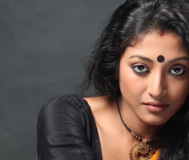Paoli Dam Set For Tamil Film Debut