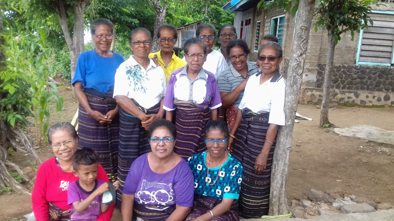 Connect Indonesia distributed reading glasses to weavers in Desa Bunga, Lembata Island, East Nusa Tenggara