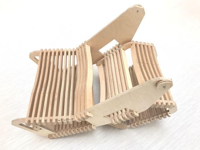 Arrolo está realizada en madera y se monta a base de ensamblaje en seco.