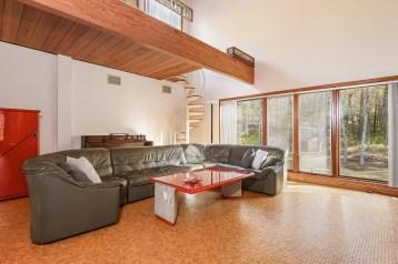 014-Family_Room_in_Main_House-5022130-medium