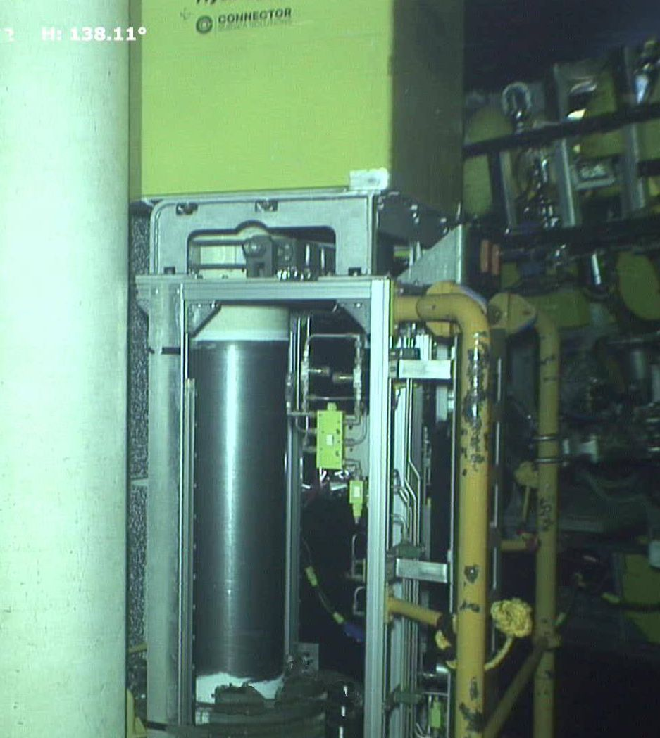 Vertical subsea coating removal at 1300mwd