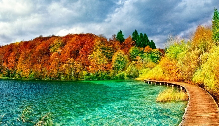 Autumn colors at Plitvice Lakes.
