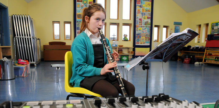 Girl attending virtual music lesson