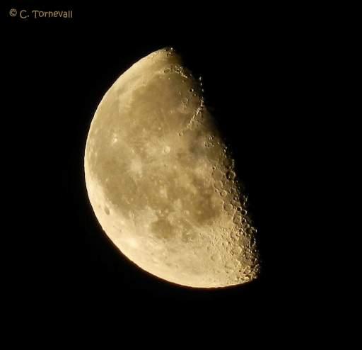 01 Spår på måne