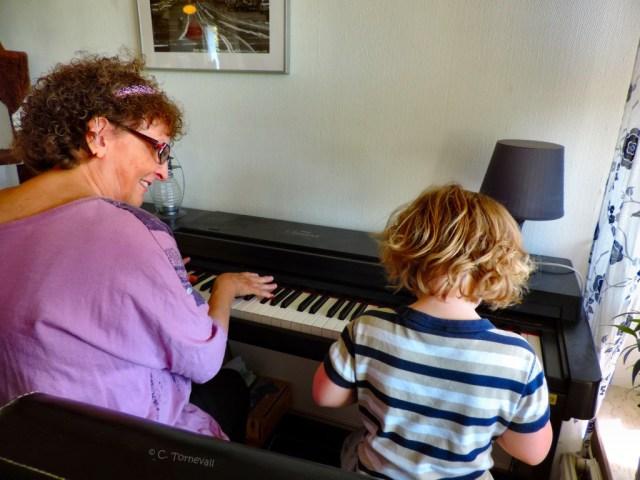 13 A Elias fest Emma Mollie och jag spelart piano