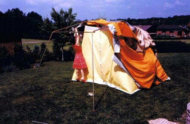 Annelie 1984 och Tomas sätter upp tält 4