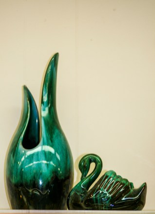 1 Vase and Swan