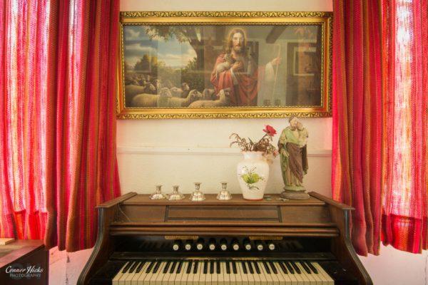 hunters hotel germany urbex piano