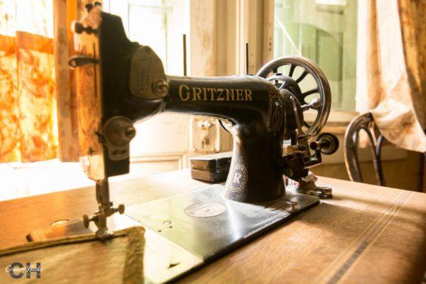 hunters hotel sewing machine