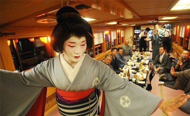 Eitaro, la única geisha hombre